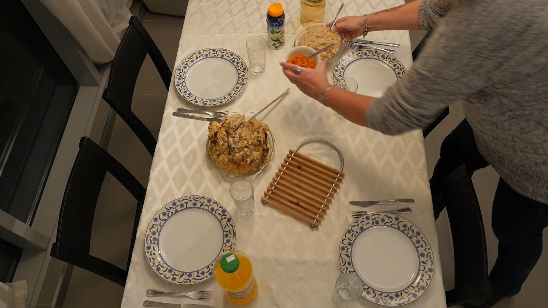 שולחן משפחתי (אסם) - פרק 1