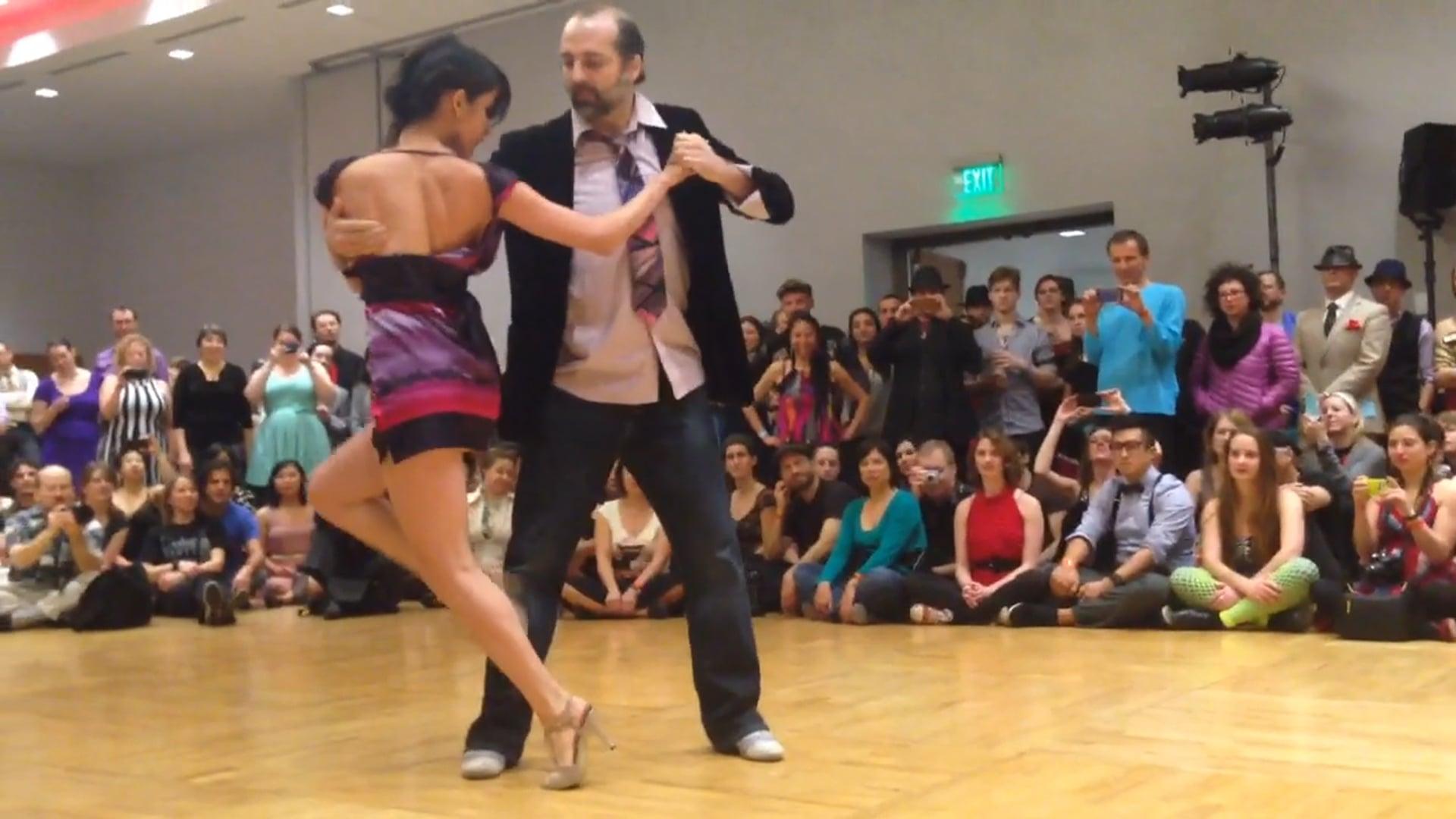 Diana Cruz y Nick Jones. Improv