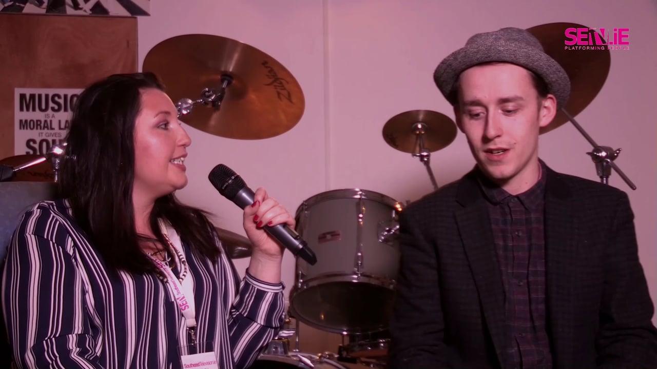 SETV.IE Presenter Roisin interveiws Elmore Singer Songwriter and live performance