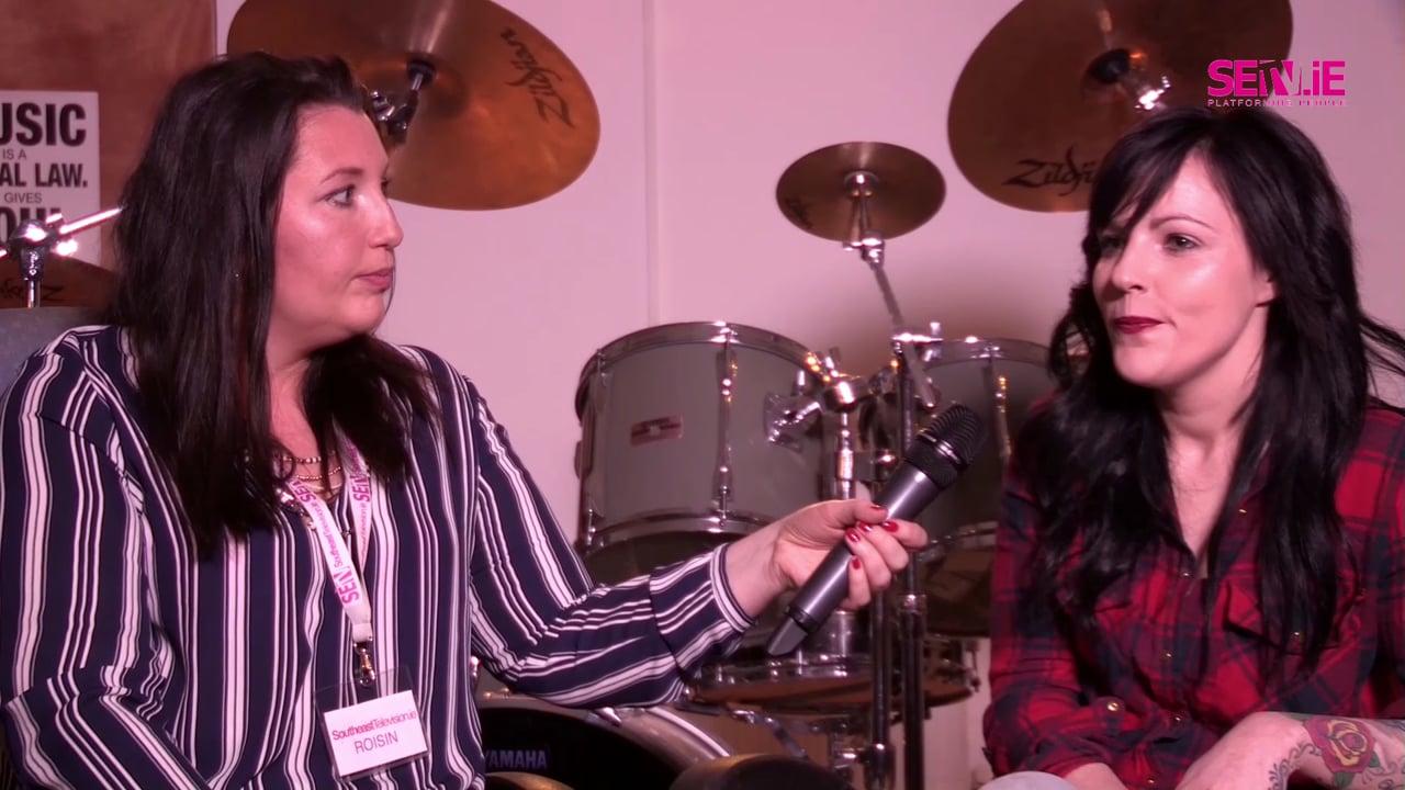 SETV.IE Presenter Roisin interveiws Sinéad Haze Singer Songwriter and live performance