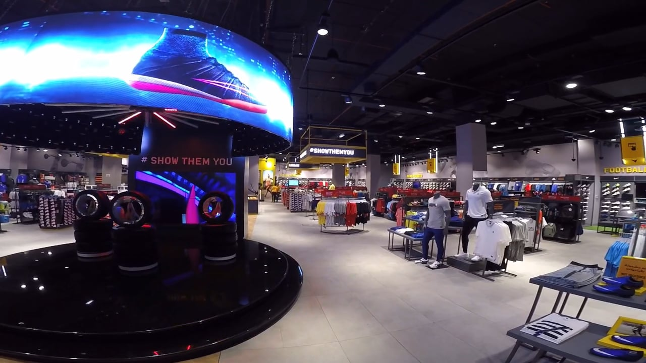 Dynamo LED Displays curved LED Video Wall in retail store!