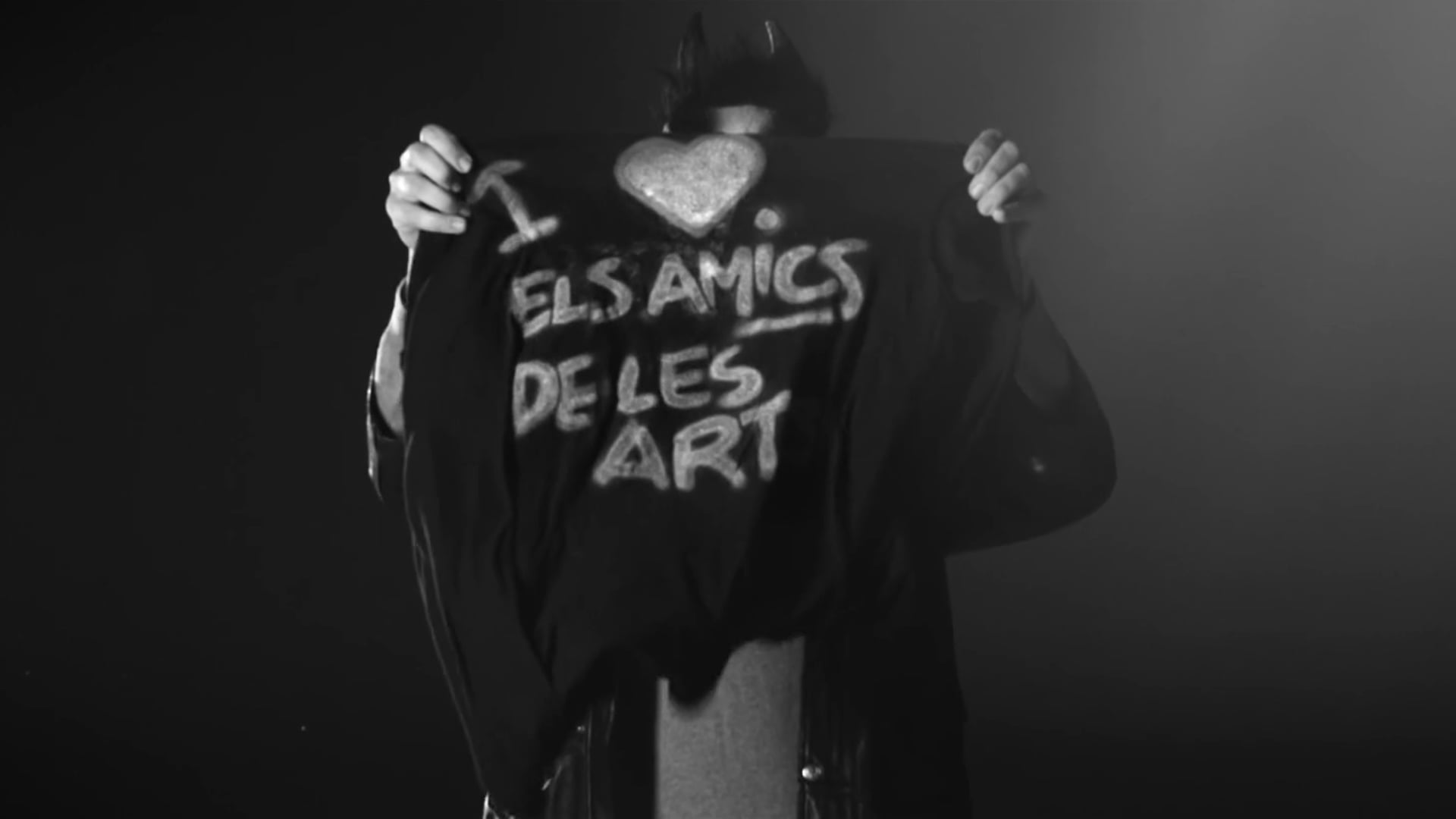 ELS AMICS S'AJUDEN EN TOT (Els amics de les arts)