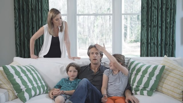 Samsung - Immerse into curved design with The Holderness Family
