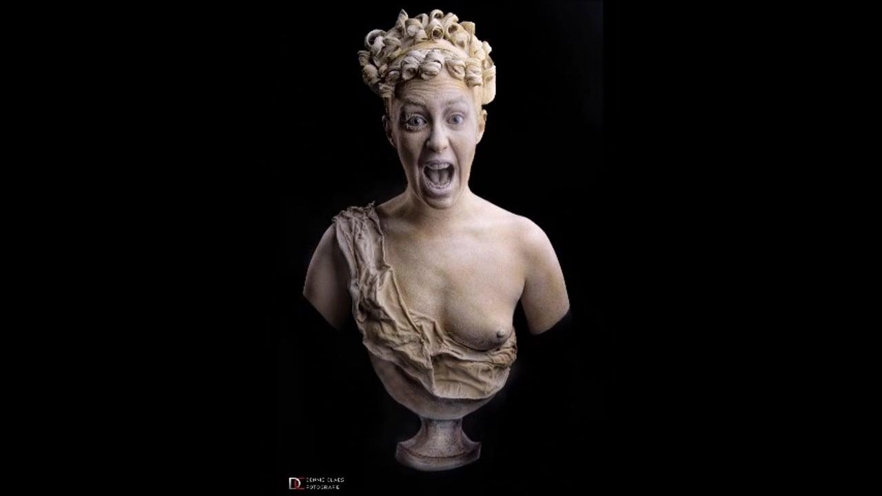 Screaming statue