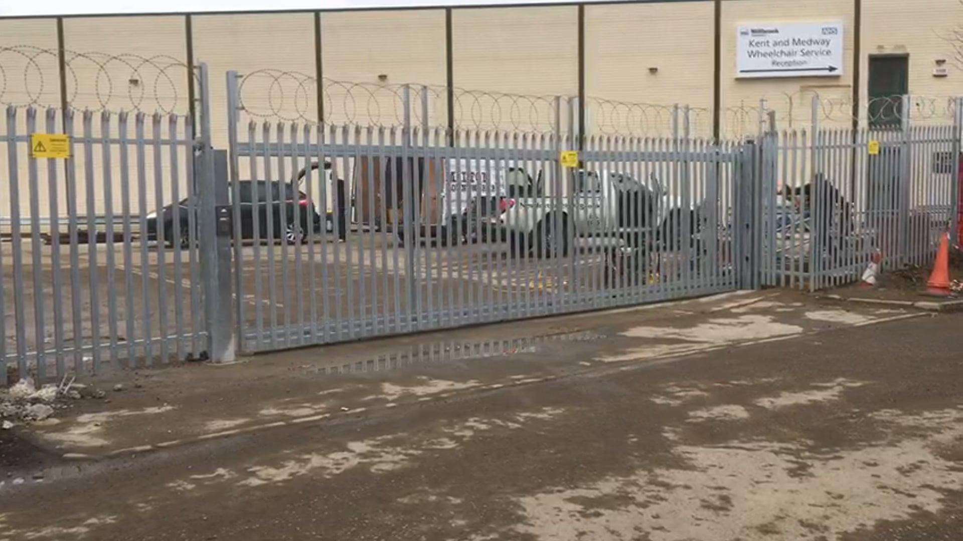 Steel palisade sliding gates