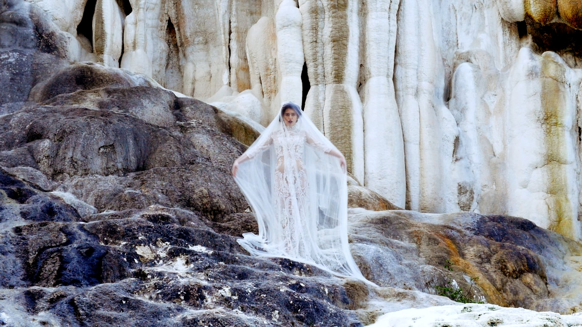 ETHEREAL BRIDAL STYLE INSPIRATION BY ITALY'S NATURAL BATHS IN VAL D'ORCIA - STYLED SHOOT VIDEOGRAPHY IN TUSCANY, ITALY