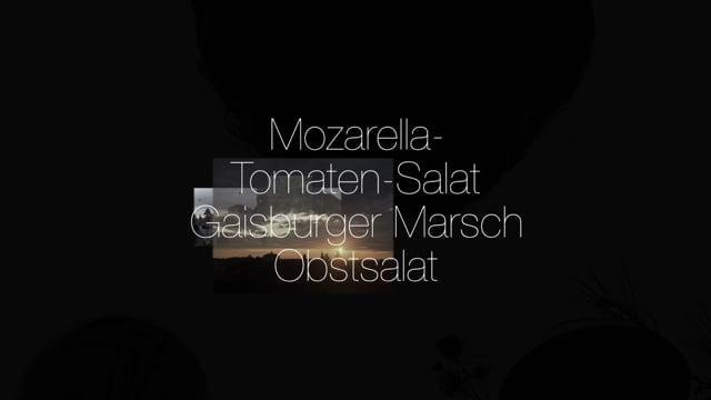 Kochgruppe mit Tomaten-Mozarella-Salat, Gaisburger Marsch und Obstslat
