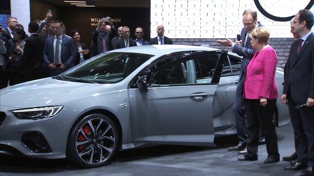 Besuch Angela Merkel  Opel IAA 2017