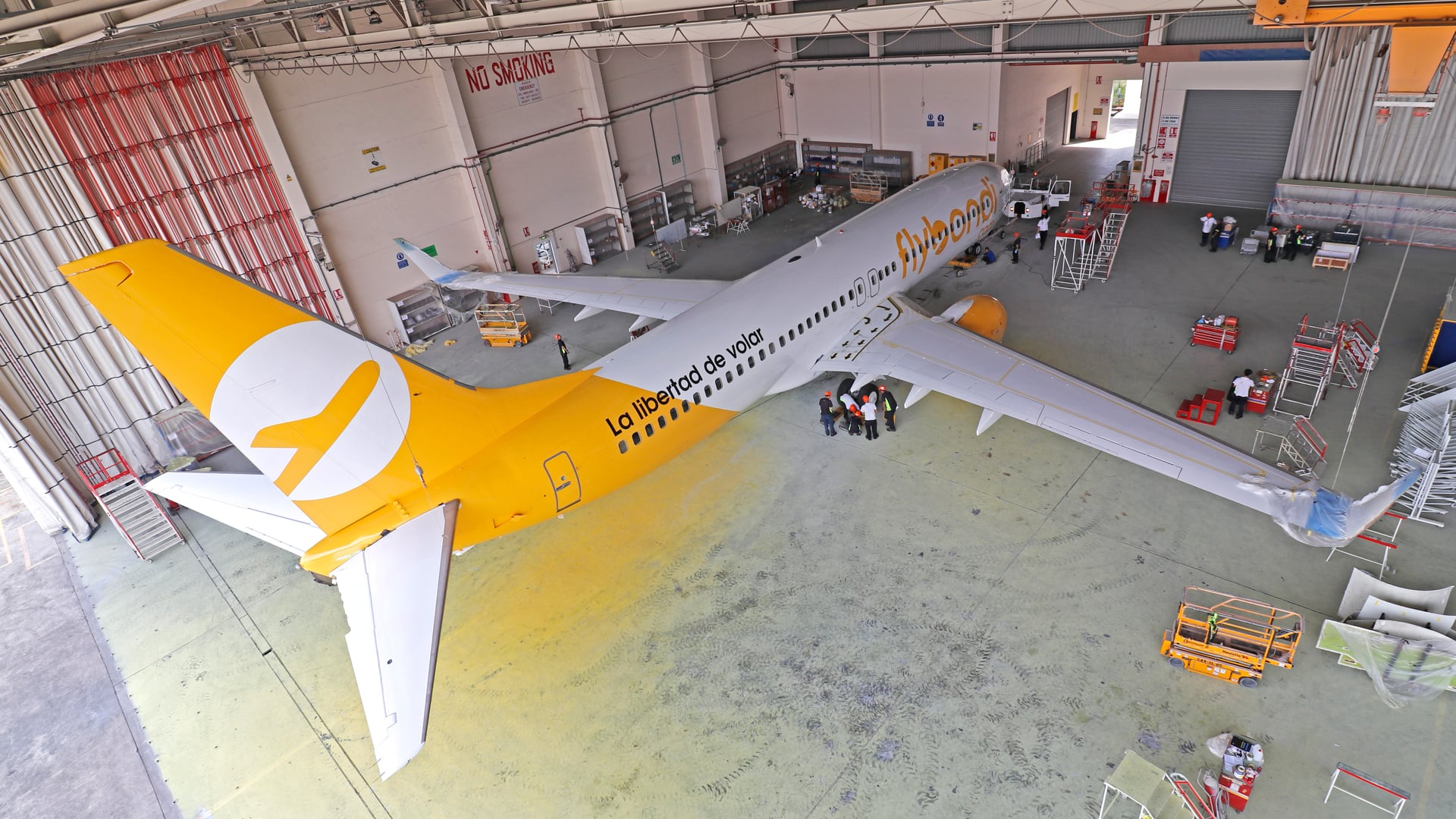 Flybondi - Time-lapse video of aircraft painting | Titan2 time-lapse camera