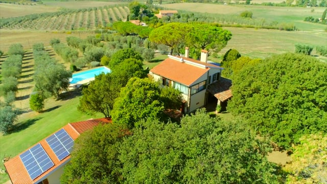 Finely restored farmhouse in the Tuscan Hills