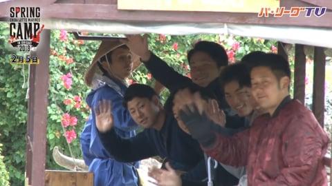 【春季キャンプ】マリーンズの新人選手が竹富島の水牛観光を体験 2018/2/5
