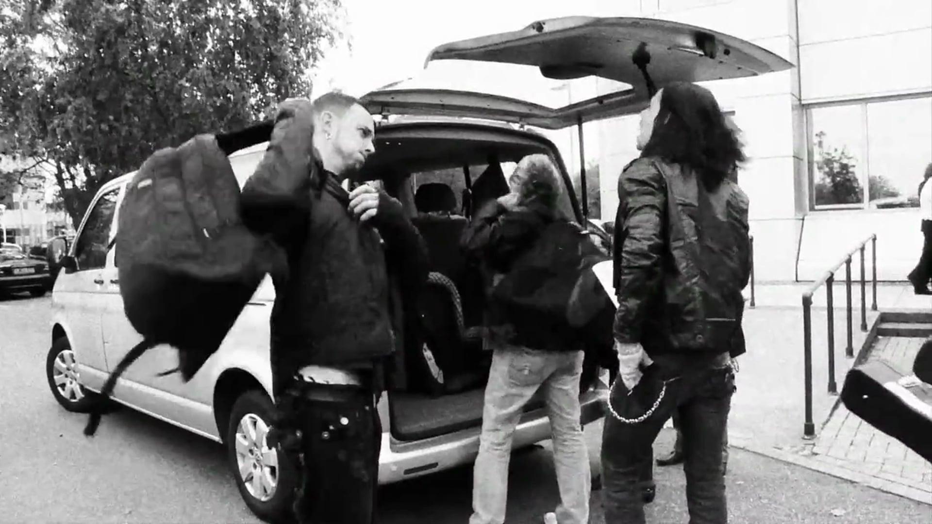 """Alter Bridge - """"Isolation"""" [Music Video]"""
