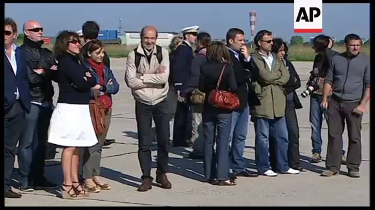 Released journalists arrive back on French soil