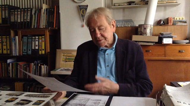 Der Bürger Sigurd Hilkenbach liest aus seiner Stasiakte