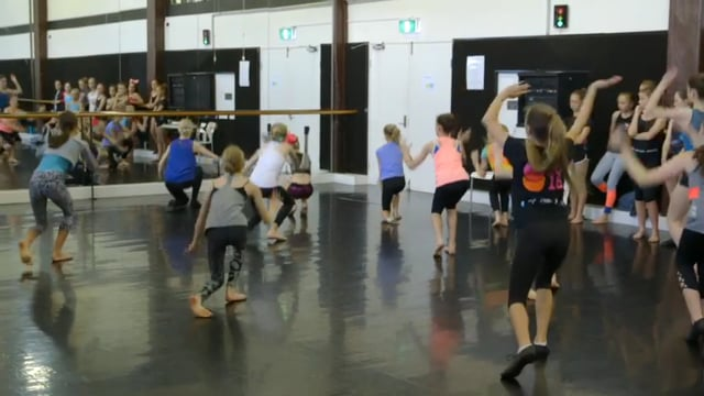 Teaching dance to primary students - eClass 2 - Contemporary with Xanthe Geeves