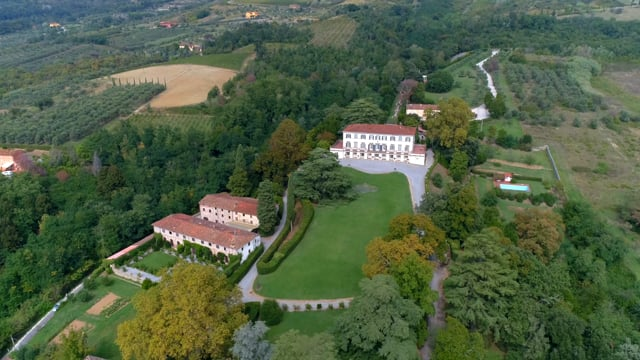 Incomparable historic mansion in Lucchesia