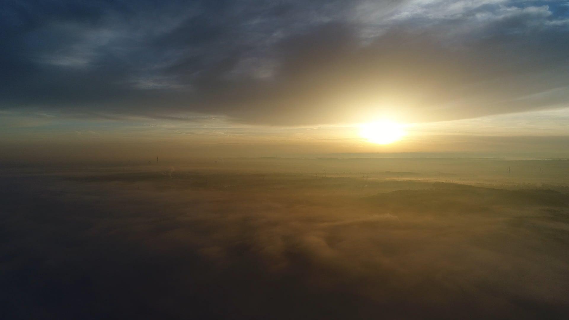 Zwischen Himmel und Erde ... Dortmund im Nebel.