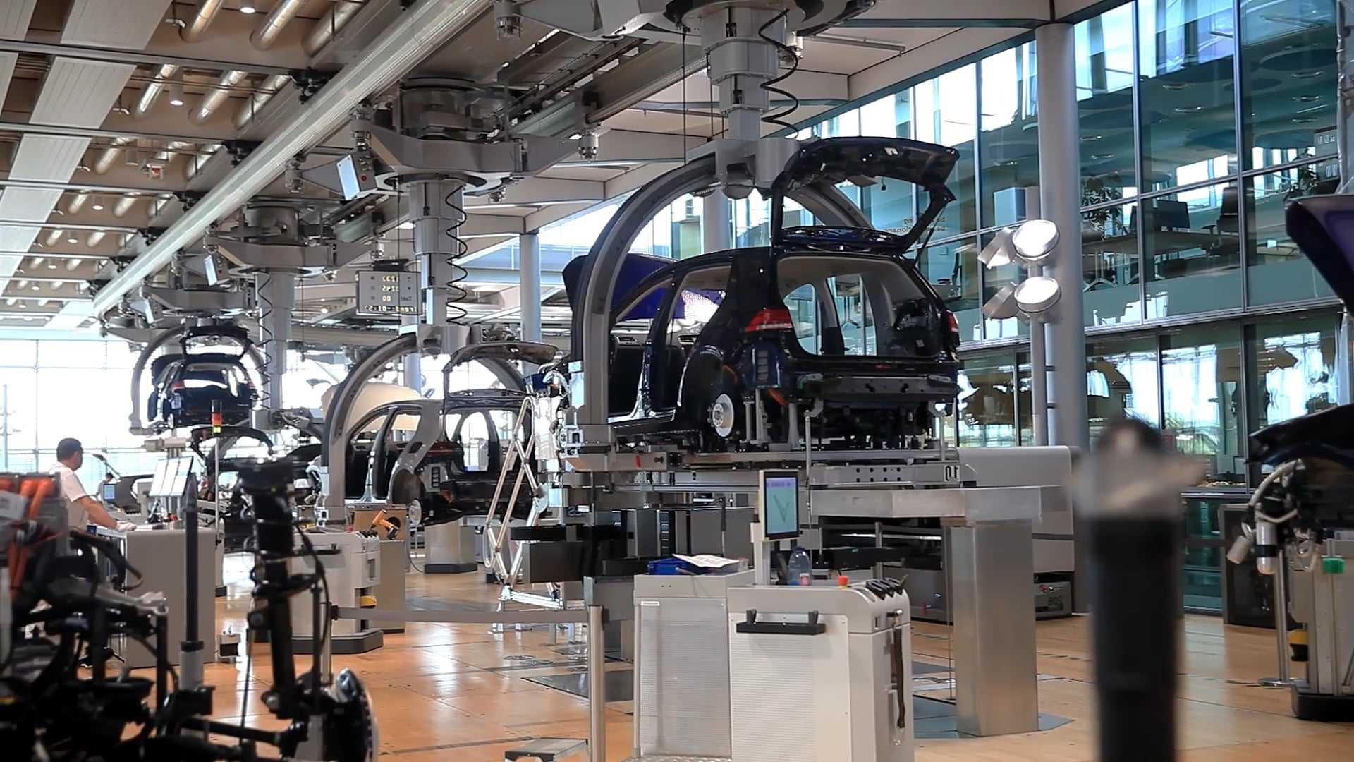 Atlas Copco at VW Gläserne Manufaktur - QA Plattform   Commercial for the Industry