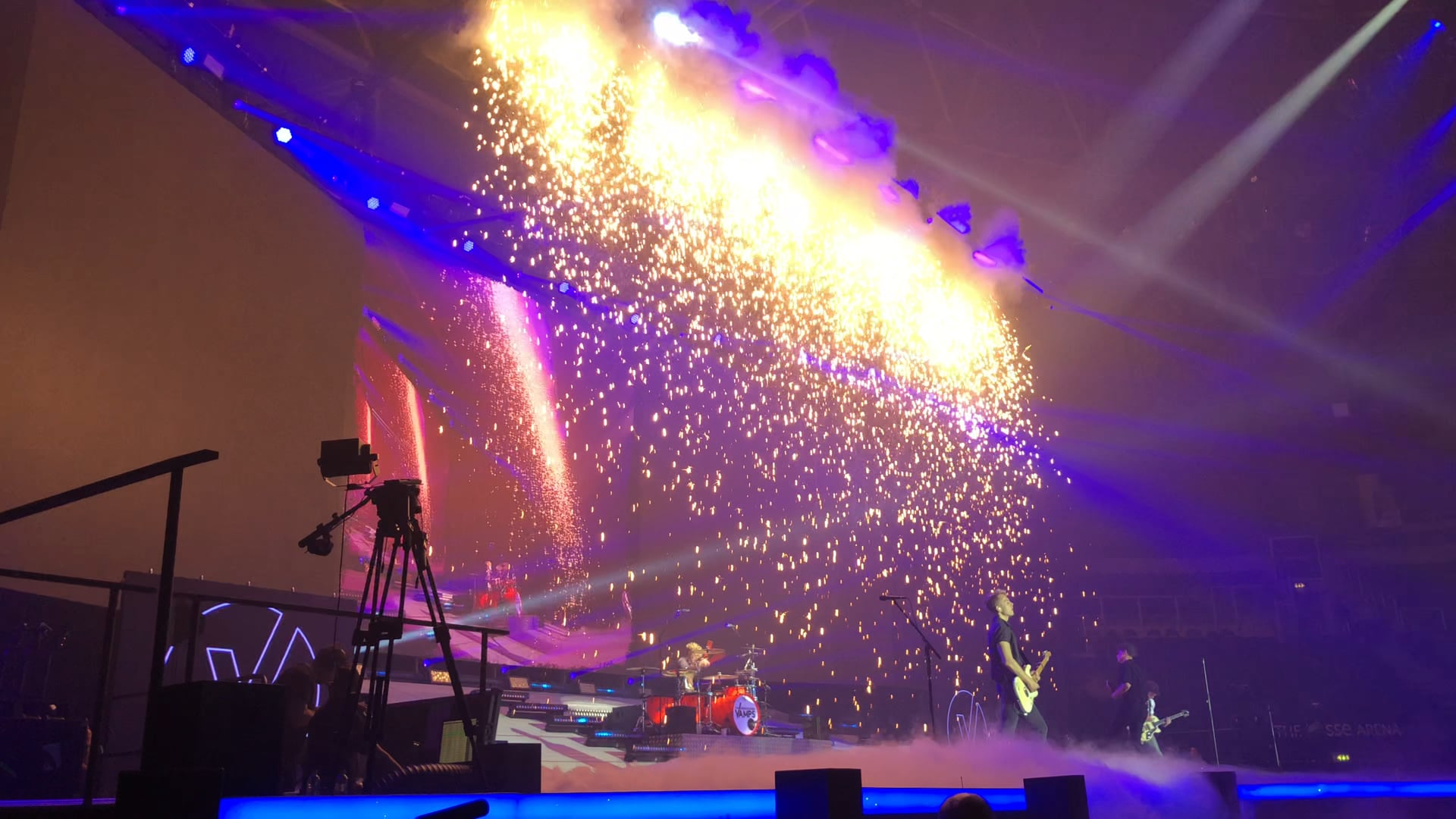 The Vamps 2018 - Low Smoke and Pyrotechnic Waterfall