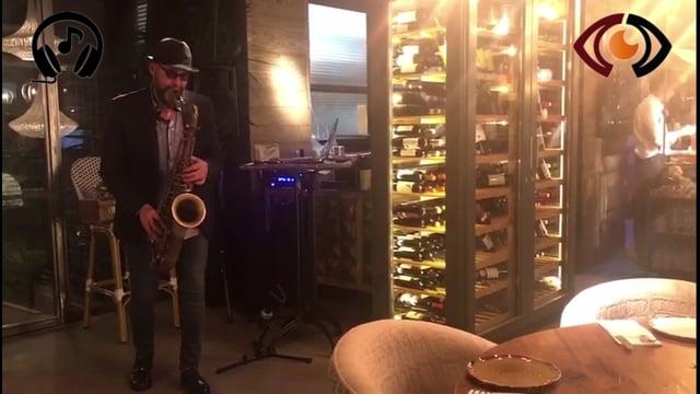 Contratar Saxofonista en Madrid para eventos. Show de Saxofon led, amenizaciones y eventos.