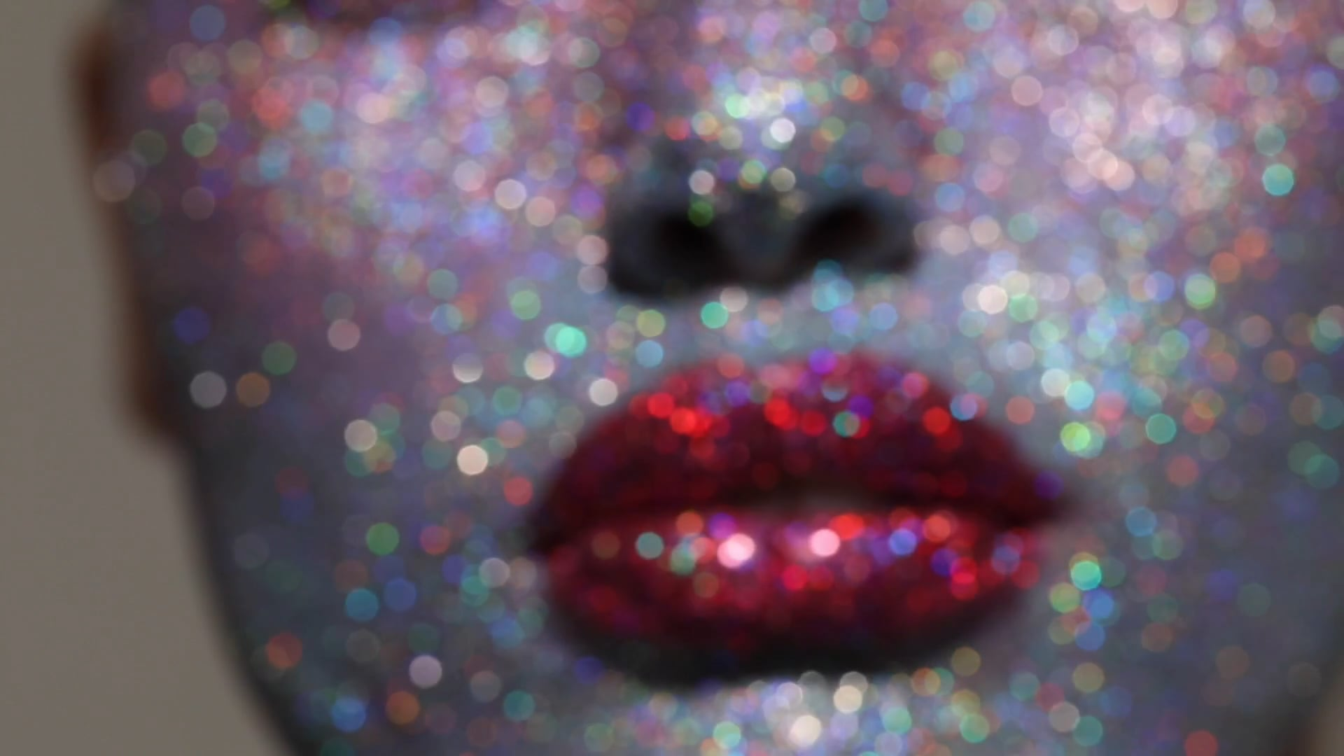 staz-lindes-full-glitter-face-makeup-video-beauty-fashion-jamie-nelson