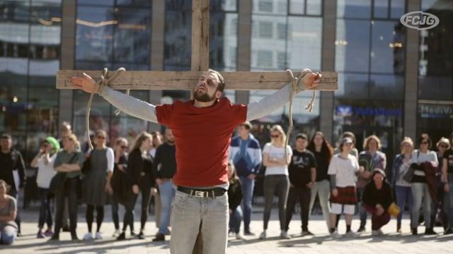 »Kreuzigt ihn!«  |  Oster-Outreach auf dem Sternplatz