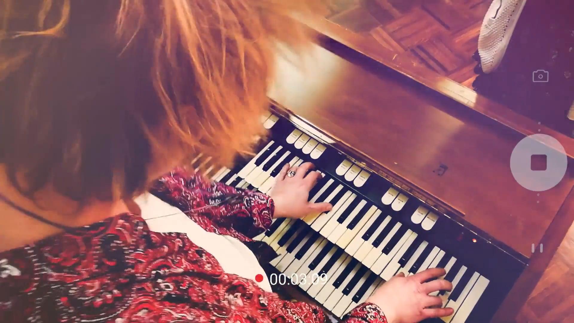 "Musikvideo ""YRU - New Beginning"""