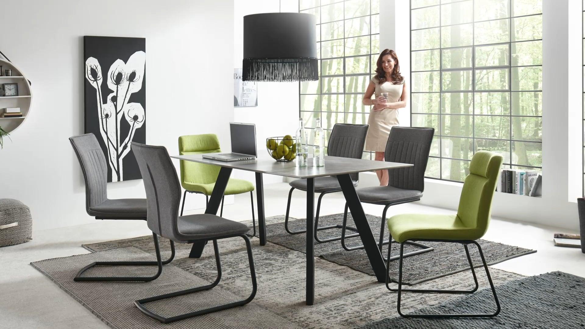 <p><u>Stuhl-/Tisch-System Modell Corso</u><br /> Diese Modell-Reihe bietet Ihnen induviduelle L&ouml;sungen f&uuml;r ein exklusives und modernes Ambiente. Die St&uuml;hle bieten Ihnen eine Auswahl an verschiedene Bez&uuml;gen, Gestellvarianten und Sitzschalenformen. Der Tisch ist in 2 verschiedenen Plattenausf&uuml;hrungen erh&auml;ltlich. Sie k&ouml;nnen alles beliebig zusammenstellen und nach Ihren W&uuml;nschen kombinieren. &nbsp;</p>
