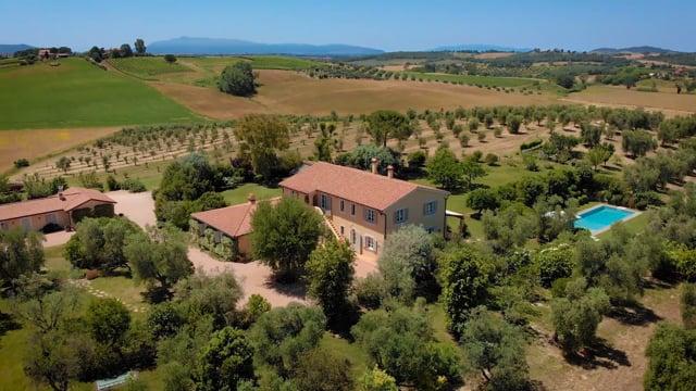 Wonderful villa with farm-house in Maremma