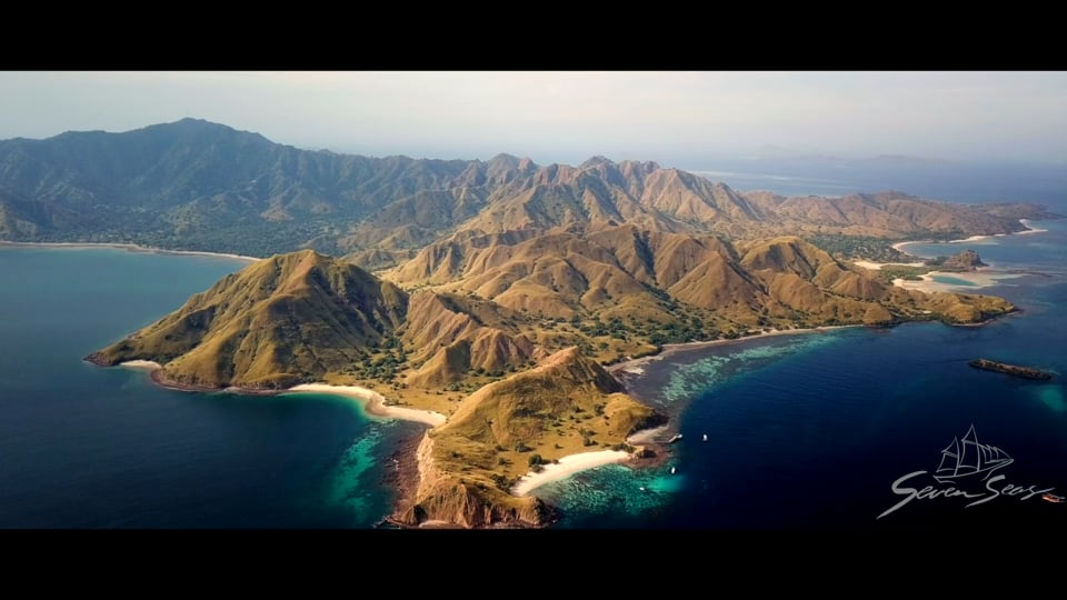 East of Flores to Komodo liveaboard cruise on the Seven Seas