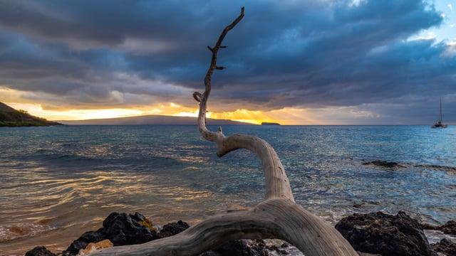 Sunset at Maluaka beach, Maui, Hawaii
