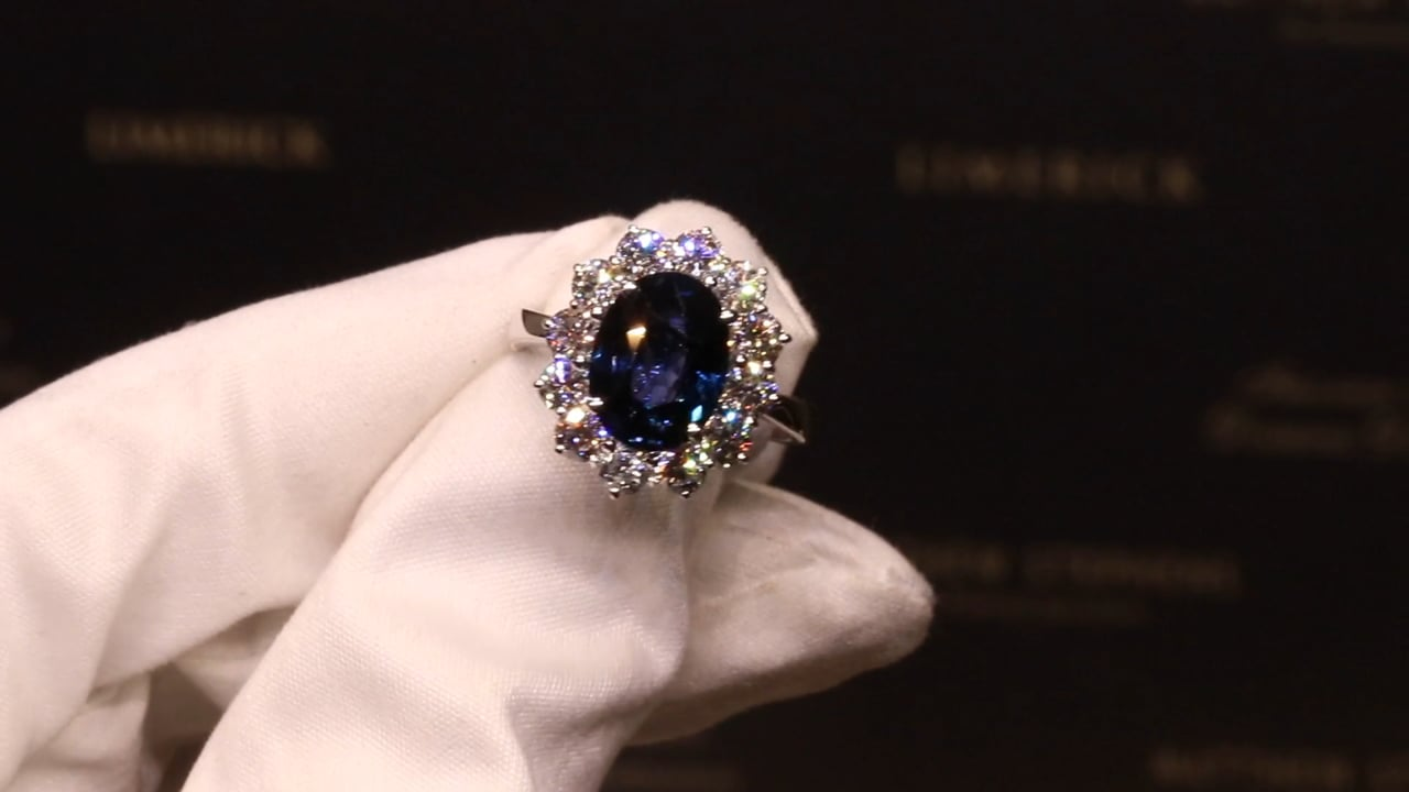 G2 RN6466 - Oval Sapphire & Diamond Cluster, S4.16ct & D1.76ct, Set in 18ct White Gold