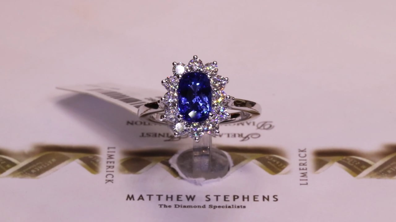 G2 MQ7392 - Cushion Oval Sapphire & Diamond Cluster, S2.26ct & D0.72ct, Set in 18ct White Gold