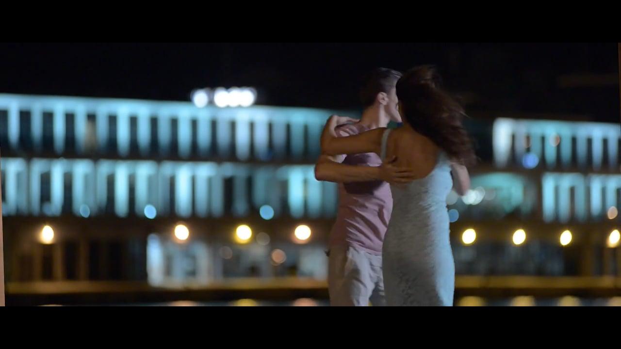 Ζούμε κι οι δυο στην ίδια Χώρα - Δάφνη Λέμπερου, Official Video Clip
