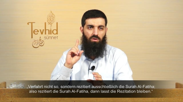 Ist es notwendig, hinter dem Imam die Sarah Al-Fatiha zu rezitieren? - Schaikh Ebu Hanzala