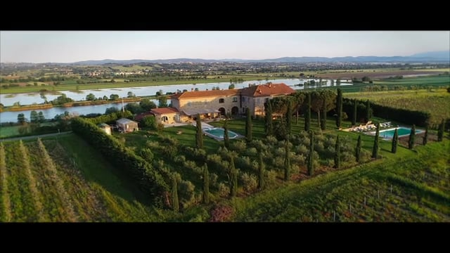 Magnificent Tuscan farmhouse immersed in the authentic countryside of Cortona