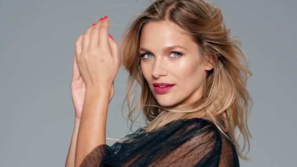 Mayte Rodriguez Campaña Belleza Tiendas Paris