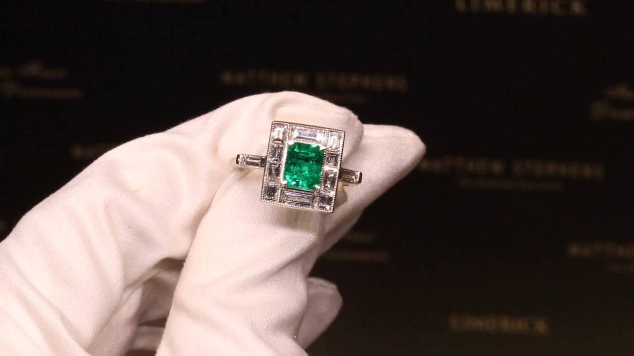 L1E015 MM, Colombian Emerald Centre with Baguette Diamond Halo & Shoulders, Set in Platinum
