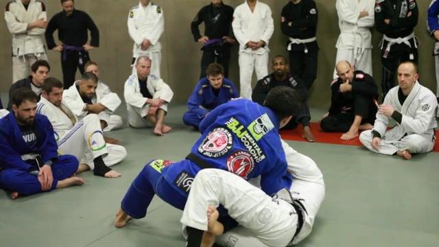 knee slide avec le coude ouvert