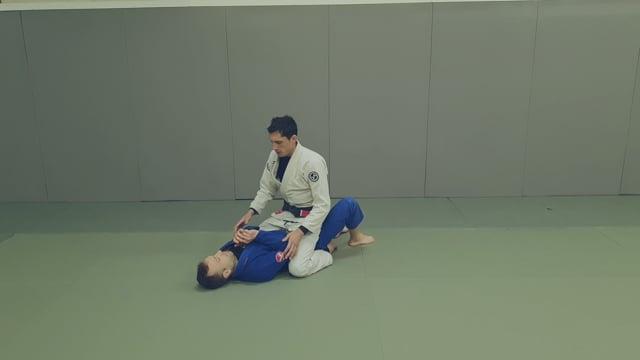 Montée: Contrôle épaule – arm triangle (kata-gatame)