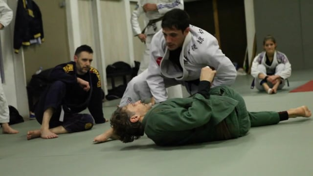 Sit-up 10) Renversement avec saisie col et bras tendus