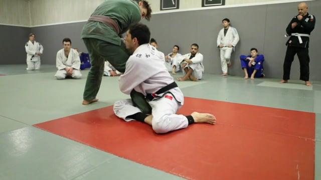 Sit-up 8) Renversement single leg avec bras avant croisé