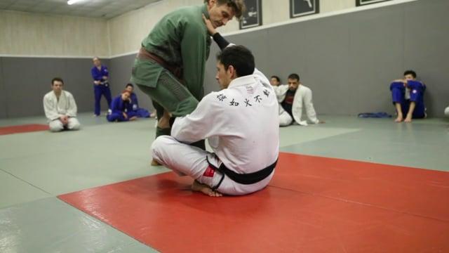 Sit-up 9) Renversement avec bras avant croisé et col