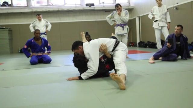 50/50 8) Passage par dessus la jambe