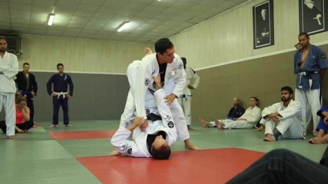 Bases17 6) Ouverture de garde fermée en contrant le muscle sweep ou en rentrant le genou.