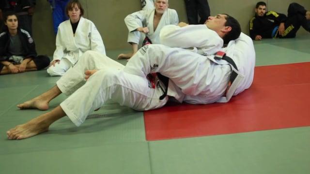 Bases17 21) Sortie de dos en décalant le bras et étranglement «darce»