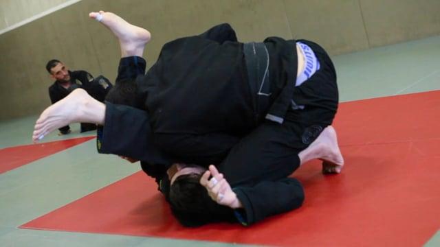 Bases18 6) Double under quand l'adversaire bloque les hanches.