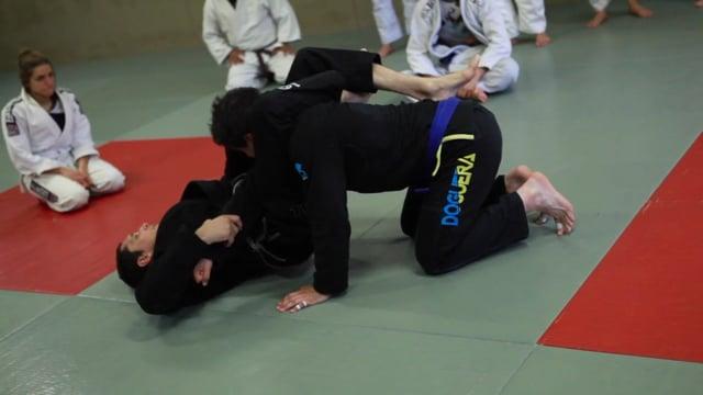 Bases18 11) Décalage de bras en garde fermée et triangle