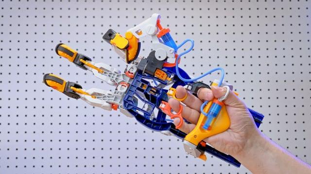 Mega Cyborg Hand B-Roll
