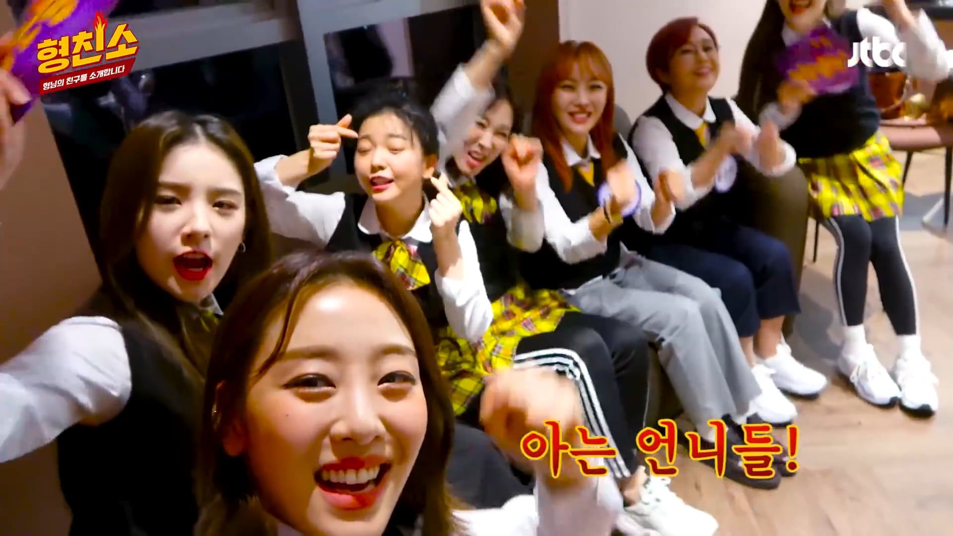 [ENG] LOONA Knowing Bros Backstage Interview (200416)
